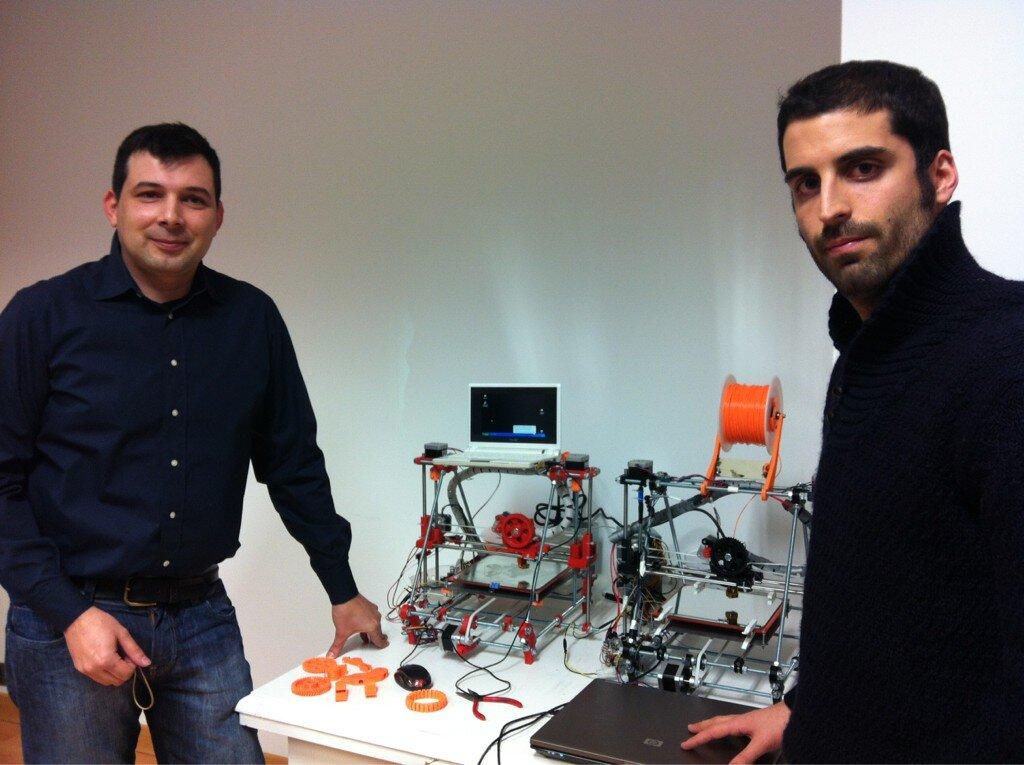 jakolete y jesussiero con sus impresoras 3D
